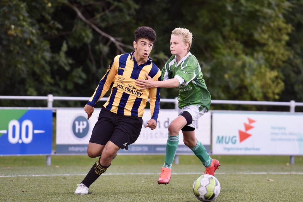 JO15-1 speelde afgelopen dinsdag tegen Frisia. Na de oefenwinst op Flevo Boys afgelopen zaterdag was er nu een 1-0 nederlaag. (Foto: Frans Bode)
