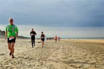 Lopers trotseren Slachtedyk en duinen Wijk aan Zee