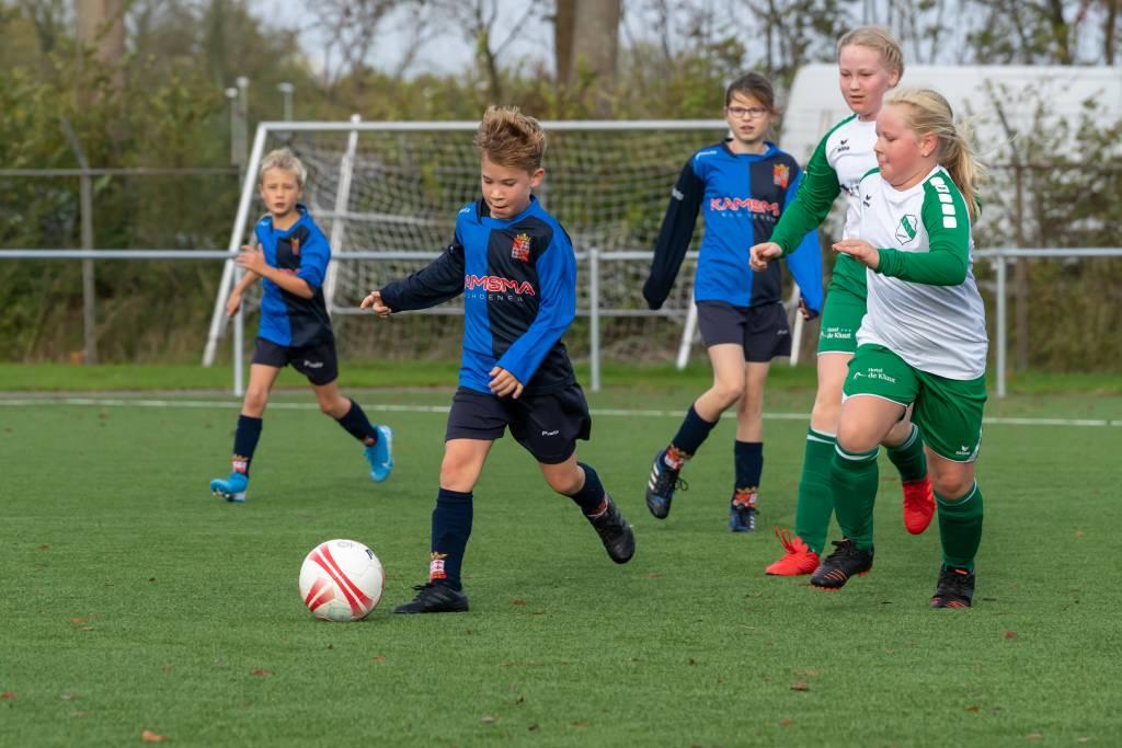 Fc Harlingen JO10-1 deed het uitstekend tegen de Vlielandse ploeg VSV'31 JO10-1. (Foto: P. IJdema)