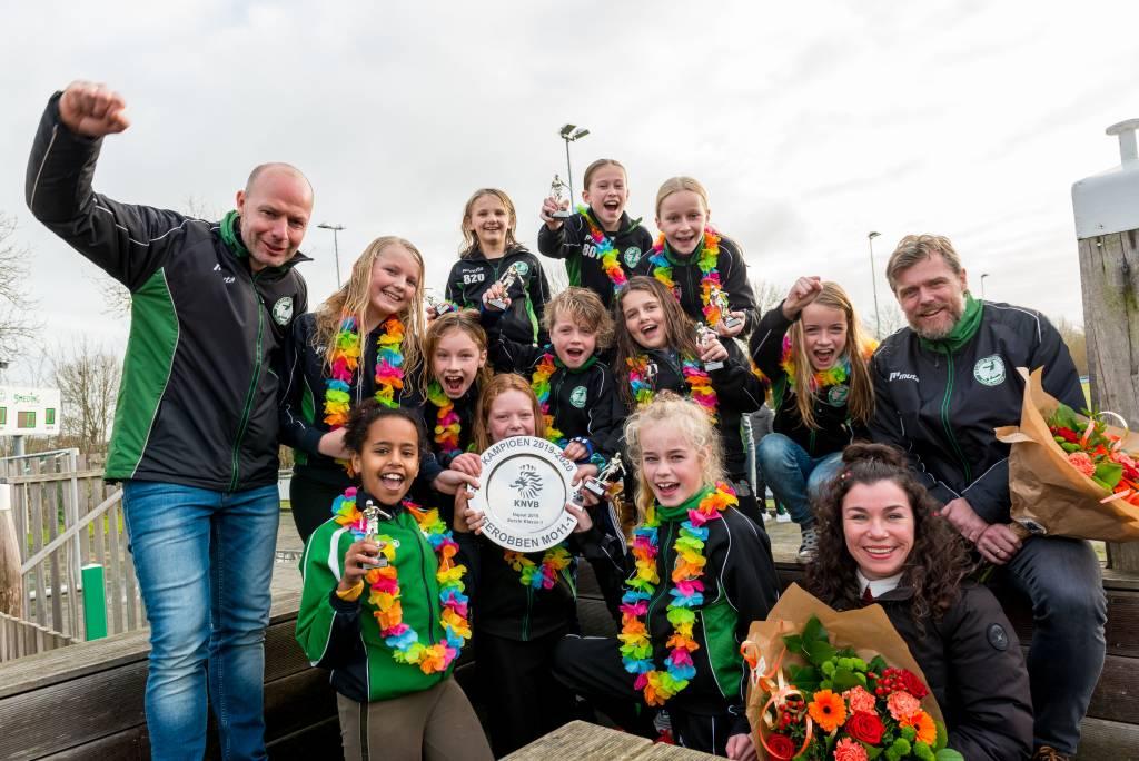 De meisjes van MO11-1 waren de laatste kampioenen van het seizoen 2019-2020. (Foto: Frans Bode)