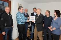 Stichting Straatfestival Harlingen ontvangt cheque van 250 euro