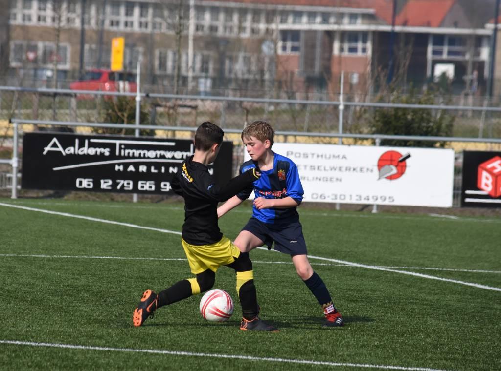 Fc Harlingen JO11-1 speelde gepassioneerd en kende geen moeite met de tegenstander.(Foto: fc Harlingen)