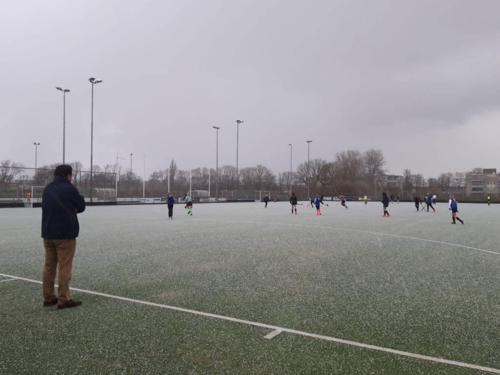 Zaterdag werd er gehockeyd in winterse omstandigheden.