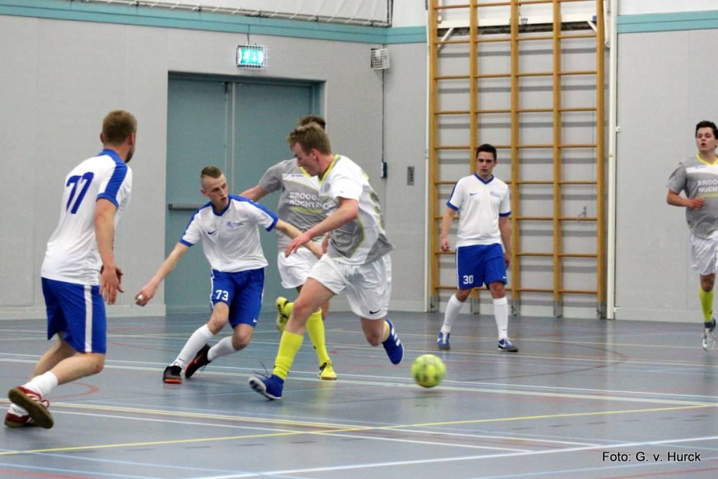 Marcel Amels op weg naar een mooi doelpunt tijdens de wedstrijd Broodje Nuchter-Veltman Maritiem.