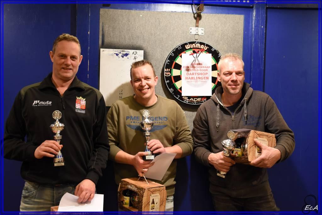 De winnaars van het darttoernooi 2019 bij fc Harlingen zijn: v.l.n.r. Rienk Wijbenga, Stefan Aalders en Arie den Breejen.