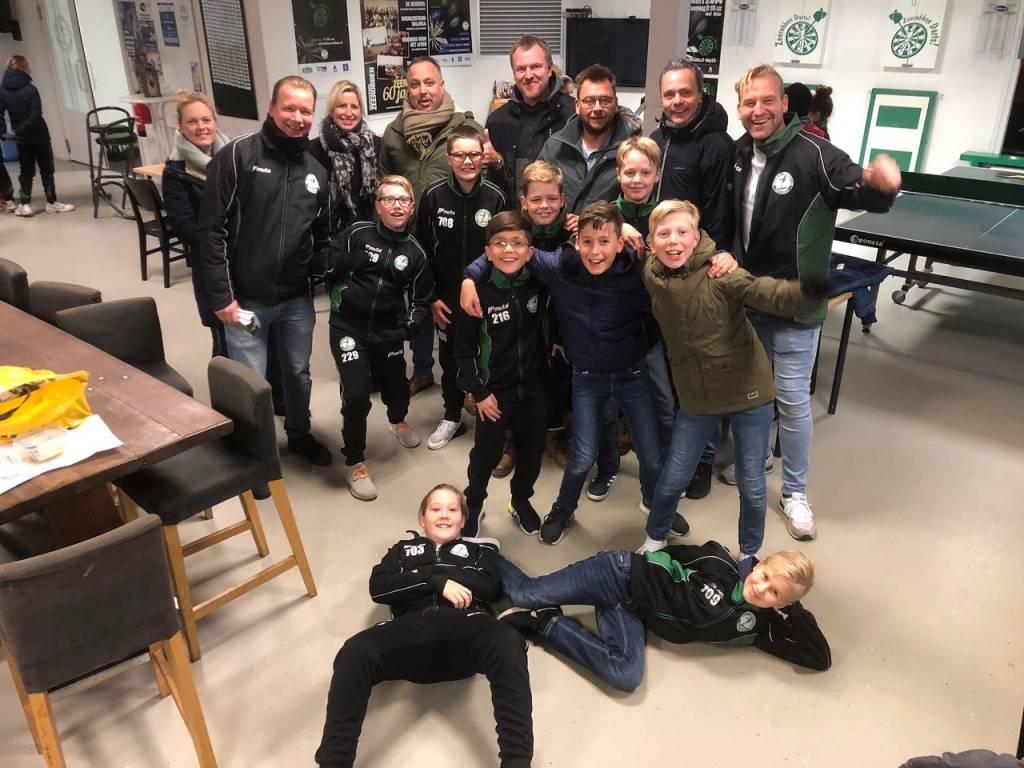Vorig jaar deden alle jeugdteams massaal mee aan de waardebonnenboekjesactie. (Foto: Frans Bode)