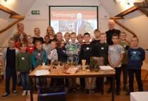Jonge beeldhouwers en dichters in Hannemahuis