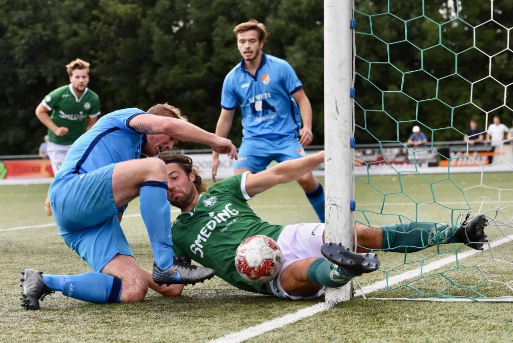 De wedstrijd tegen ONS kwam duidelijk te vroeg voor Zeerobben. Morgen speelt Zeerobben thuis tegen FC Wolvega. (Foto: Frans Bode)