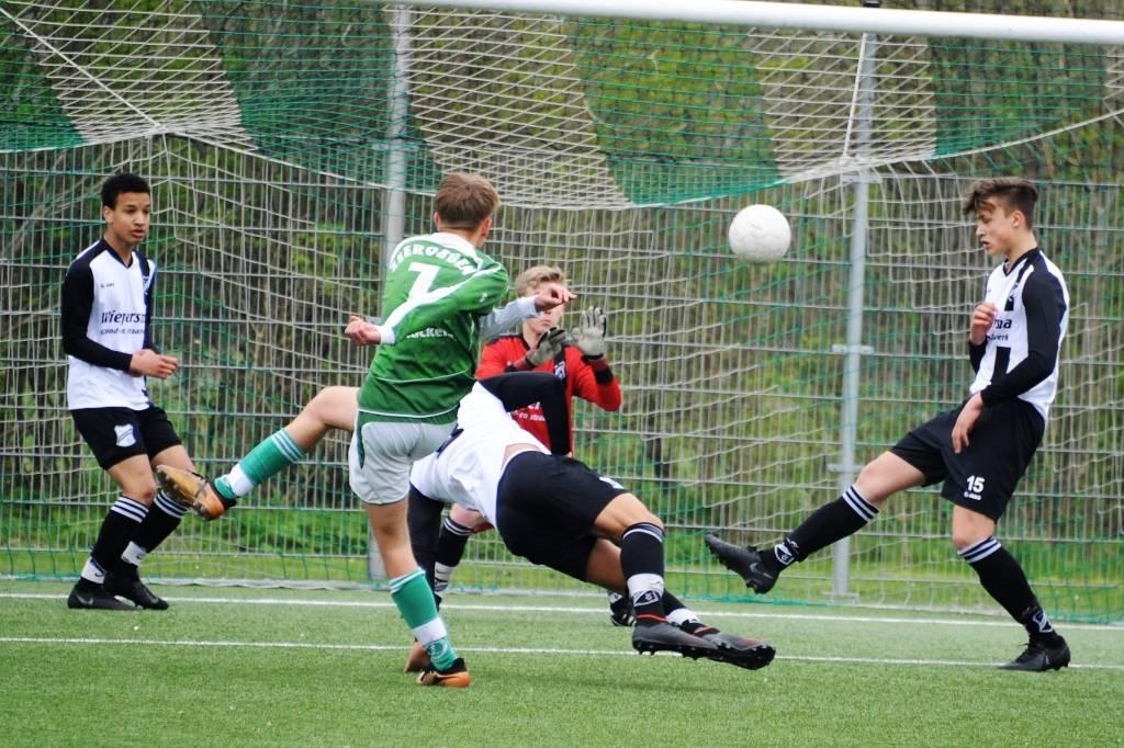 JO17-1 verloor thuis met 2-1 van Drachten.(Foto: Wies Procee)