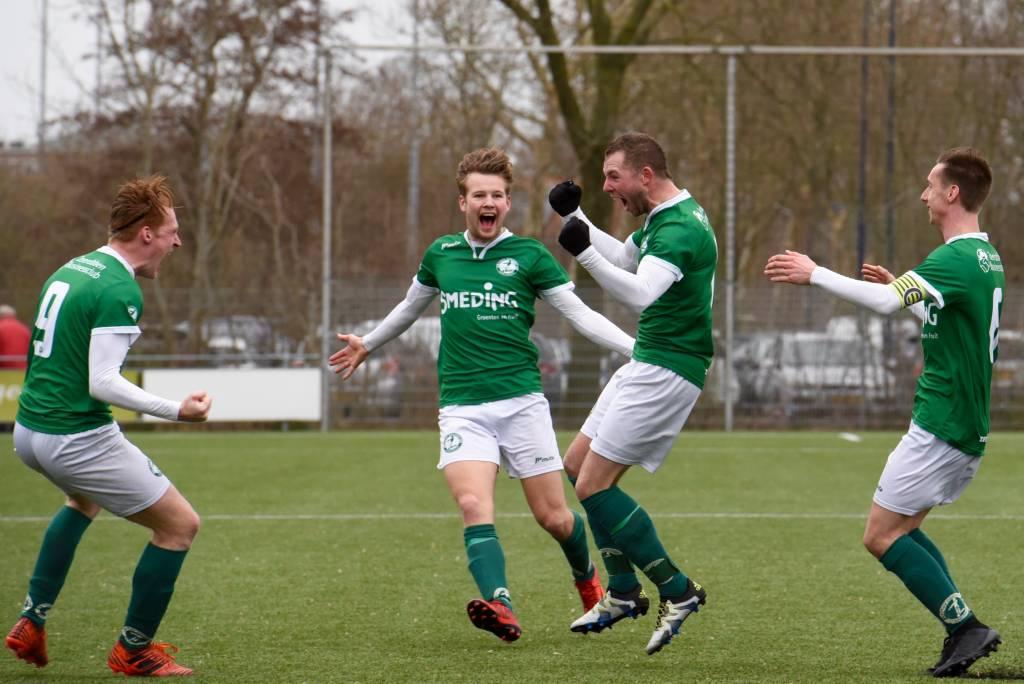 Eindelijk weer winst voor Zeerobben en dus was de ontlading groot na de 2-0 tegen Be Quick Dokkum door Dylan Drent. (Foto: Frans Bode)