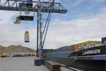 Harlinger schipper verzorgt transport Friesland Campina