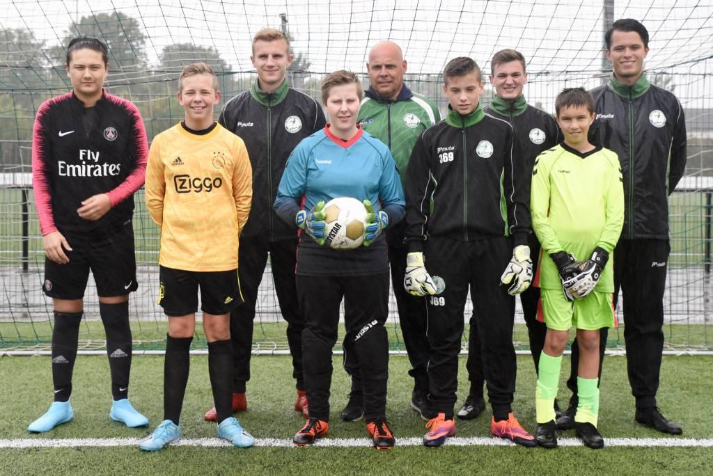 Op de foto een klein gedeelte van de jeugdkeepers en keeperstrainers.(Foto: Frans Bode)