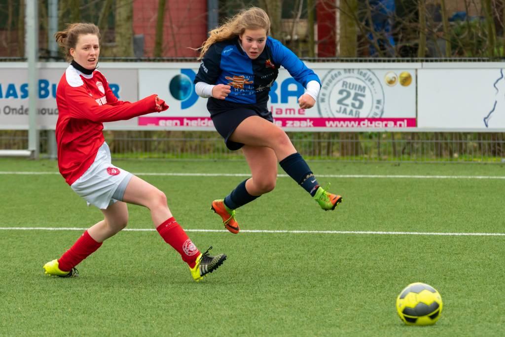 Afgelopen zaterdag speelde het spel vooral op het middenveld af. Fc Harlingen was sterker maar niet genadeloos in de afronding. En na 90 minuten was het 0-1 voor fc Harlingen VR1.
