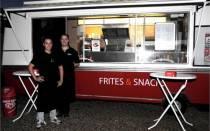 Nieuwe snackwagen ?Coopers Frites & Snacks? in Harlingen