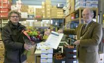 Voedselbank krijgt 'draagspeld' en bruine vloot 'Boei van Harlingen'