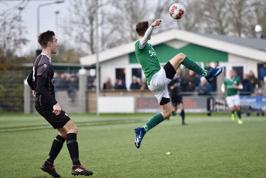 Letterlijk en figuurlijk hoogstaand voetbal afgelopen zaterdag op het Oostersportpark. (Foto: Frans Bode)