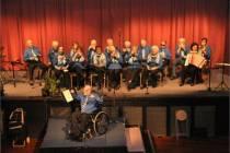 Jubilerende mondharmonicaclub in het nieuw