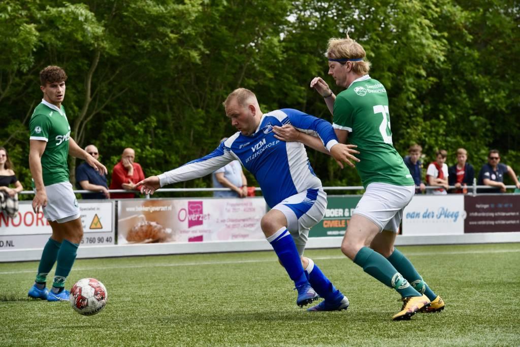 Eindelijk weer een wedstrijd voor de senioren op het Oostersportpark. Zeerobben 1 speelde een oefenwedstrijd tegen AVC. (Foto: Frans Bode)