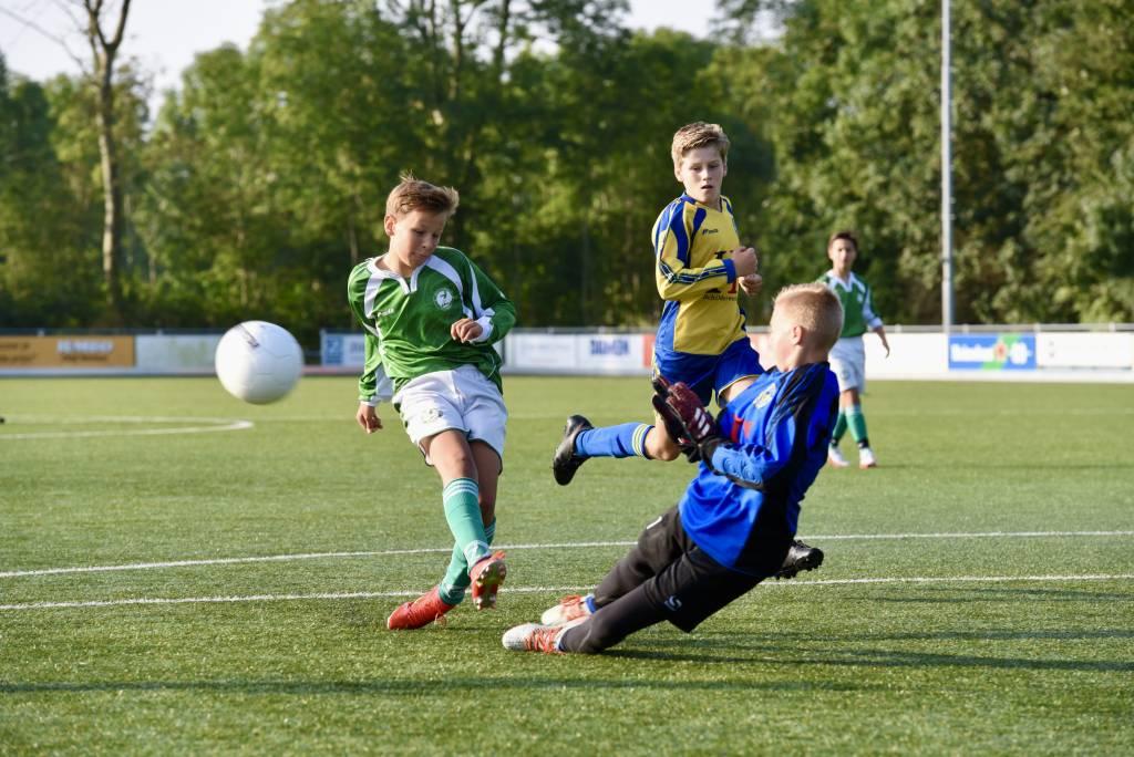 Ondanks een paar goede kansen bleef JO13-1 op 3-3 steken tegen Franeker en is daardoor op doelsaldo uitgeschakeld voor de beker.(Foto: Frans Bode)
