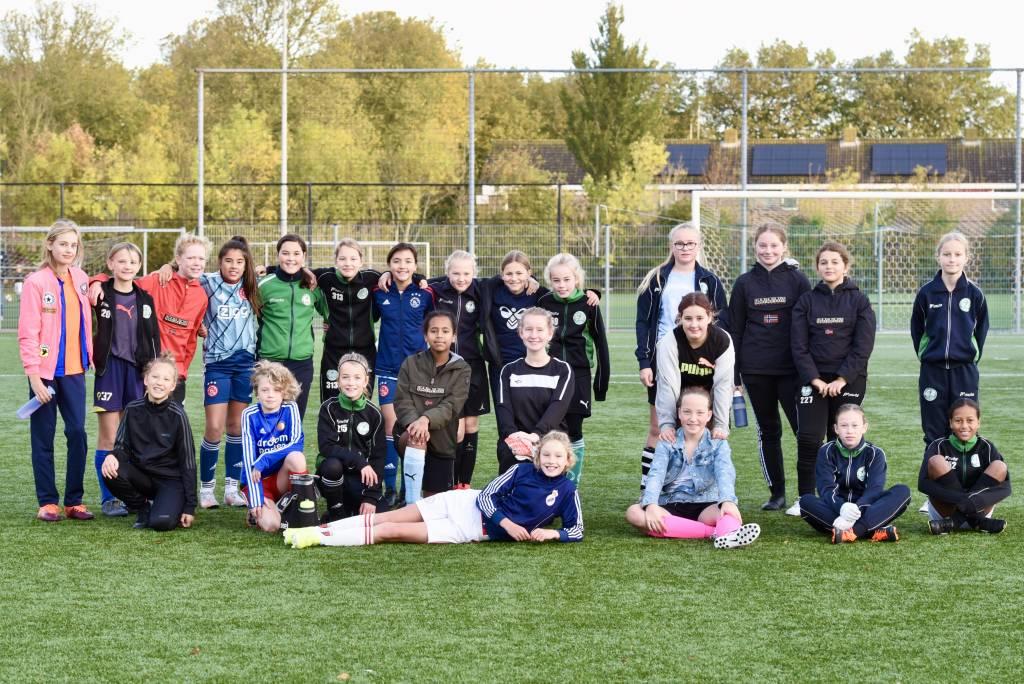 Ook veel deelname van de meiden van de MO13-groep aan het Herfst Mix Toernooi. (Foto: Frans Bode)