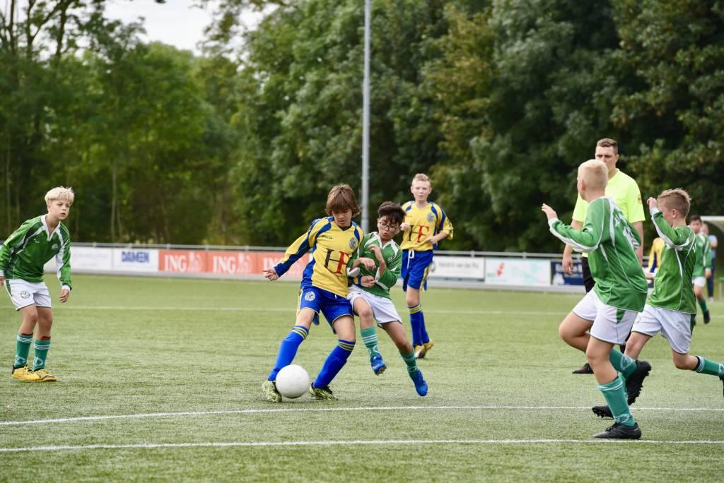 JO13-2 speelde een spannend spot tegen Franeker. De derby werd met 2-1 gewonnen.  (Foto: Frans Bode)