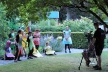 LEF filmt 'Alice in Wonderland' in tuin Hannemahuis
