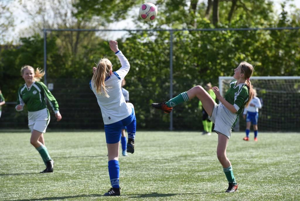 Ondanks het feit dat MO13-1 als kampioen was wonnen ze de laatste thuiswedstrijd tegen Urk nog even met 12-3. (Foto: Frans Bode)