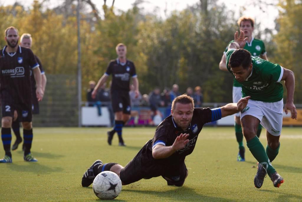 Op 20 oktober speelde Zeerobben met 1-1 gelijk tegen Noordscheschut. Morgen zal er gewonnen moeten worden om aansluiting te behouden.(Foto: Frans Bode)