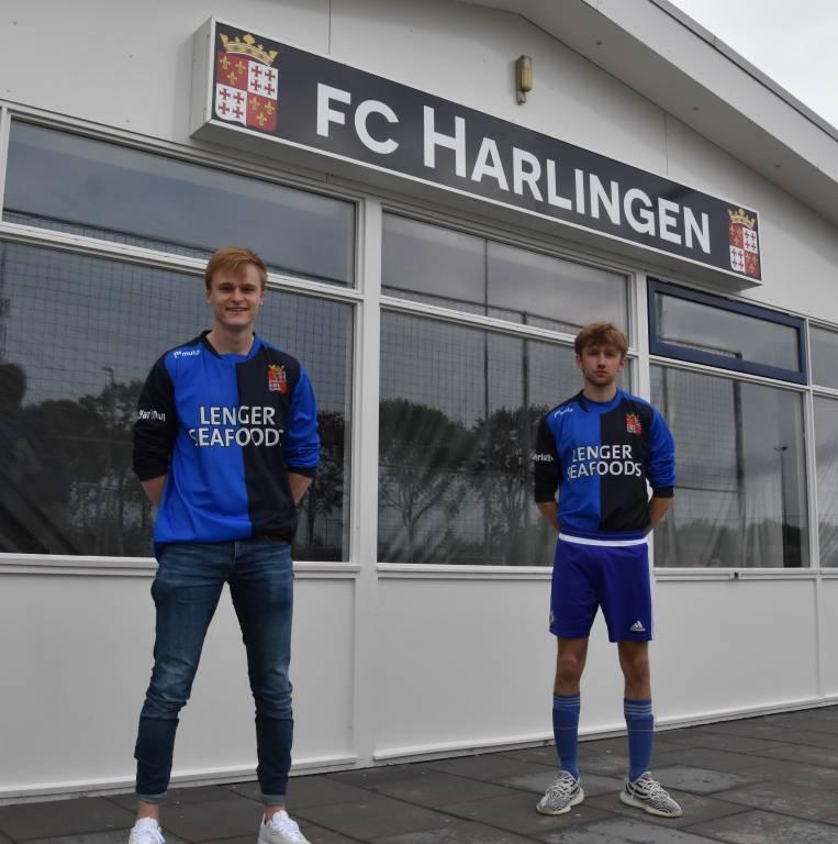 Nieuwe spelers Jasper de Jong (links) en Ivo Wilkeshuis (rechts) bij fc Harlingen 1.(Foto E.c.A.)