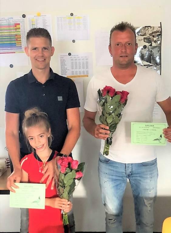 Frederik Heeres en dochter Sanne met daarnaast Willem van Velzen, winnaars van afgelopen weekend.(Foto: fam. Heeres)