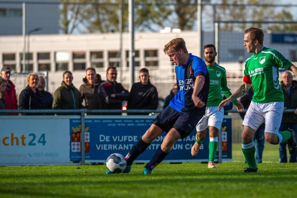 Het is Remko Zandberg die op aangeven van Fabian Donderwinkel de 2-0 scoort. (Foto: D. Breidenbach)