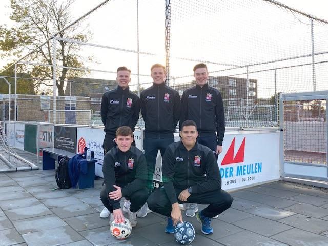 De organisatie bestaande uit Jelmer Kooistra, Remko Zandberg, Arjan Outhuijse, Jesse Mulder en Evan van Sertima.