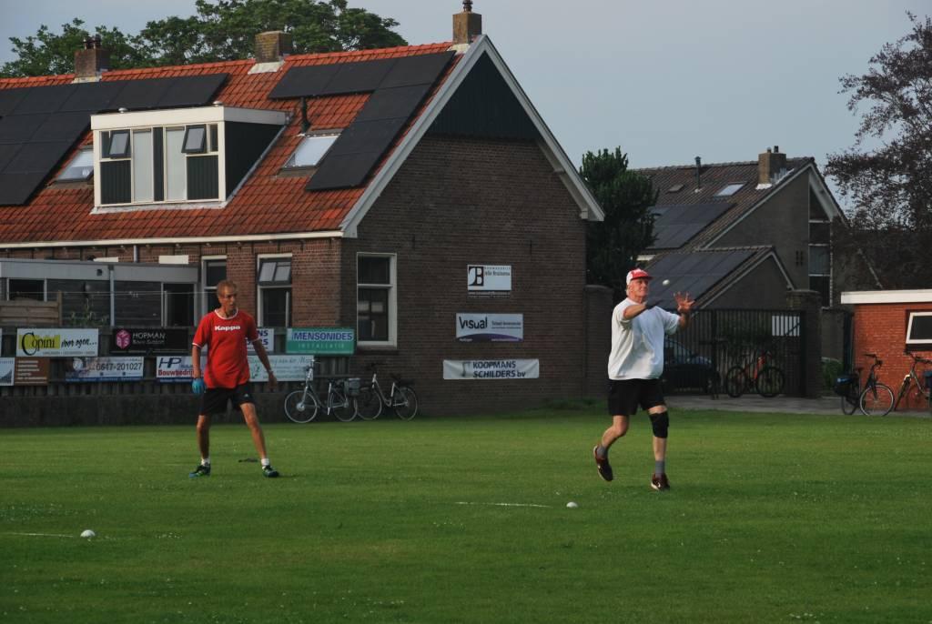Douwe liekt wel an ut volleyballen.